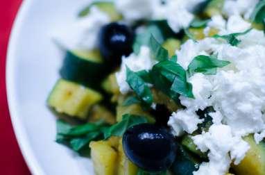 Courgettes aux épices, à la feta et aux olives noires