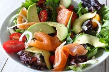 Salade saumon fumé, avocat et tomates