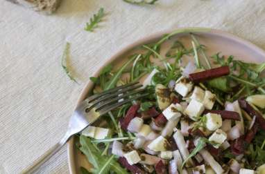 Salade de fin d'hiver roquette, pomme, betterave, chèvre, échalote