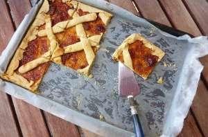 Crostata italien avec confiture de pêche fait maison