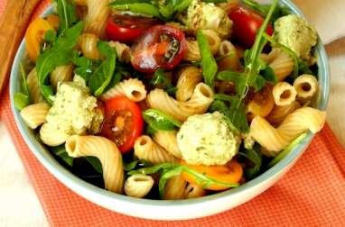 Salade de pâtes Codini, fromage de chèvre au pesto et tomates cerises
