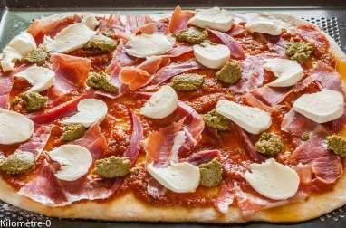 Pizza jambon, pesto et mozza