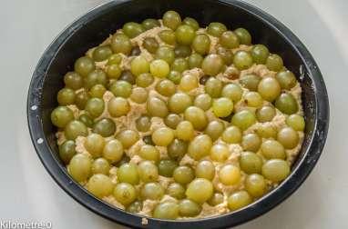 Gâteau aux raisins et aux noisettes
