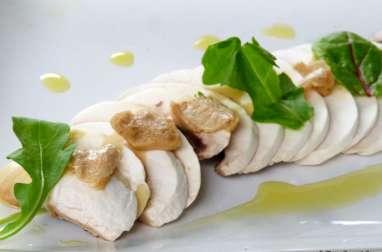 Carpaccio de champignons frais, copeaux de foie gras, noisettes et huile de truffe