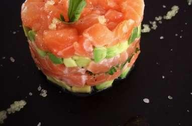 Tartare de saumon-avocat au citron caviar et saveurs noisettes