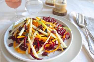 Salade crue d'automne de butternut, betterave, pomme et cranberries, sauce amande et sirop d'érable