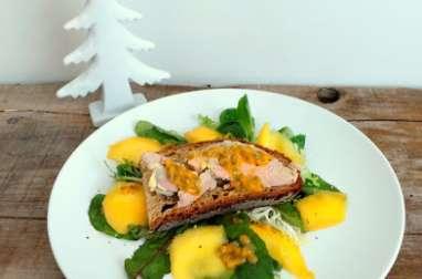Toast de foie gras à l'huile de Yuzu, mangue et fruits de la passion