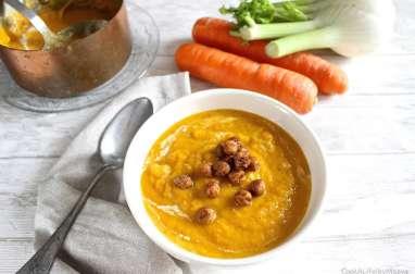 Velouté de carottes, potiron et fenouil, topping pois chiches croustillants à la cannelle et épices