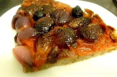 Pizza aux petits oignons rouges