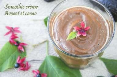 Smoothie crème à l'avocat et cacao cru