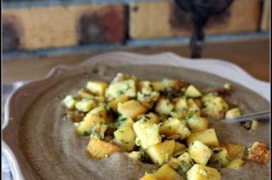 Velouté de cèpes, champignons des bois et croutons de panisse en persillade