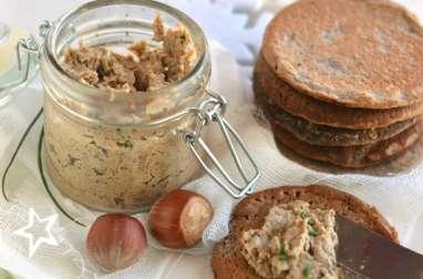 Beurre de champignons et blinis à la noisette