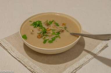 Soupe de céleri aux châtaignes et noix