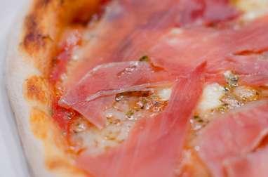 Pizza au jambon Serrano et au comté