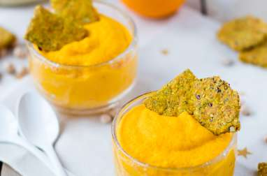 Mousse de carottes et pois chiches à l'orange – crackers aux graines et au curry