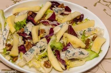 Salade de pommes, fourme d'Ambert et noix