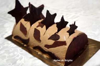 Bûche mousse chocolat, bavaroise crème brûlée safranée et insert confit de framboises