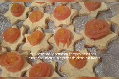 Fleurs de saumon et ses perles de citron sur toasts