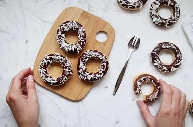 Petits gâteaux de semoule coco-mandarine-chocolat façon donuts