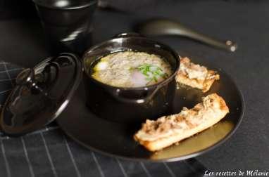 Oeuf cocotte au foie gras et chanterelles