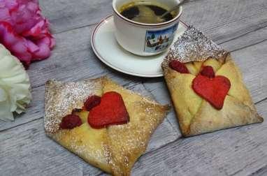 Tartelettes sablées aux pommes vanillées comme une enveloppe pour la Saint Valentin