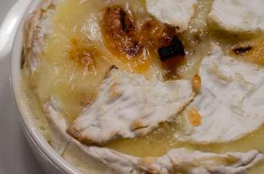 Camembert aux oignons confits et aux abricots secs