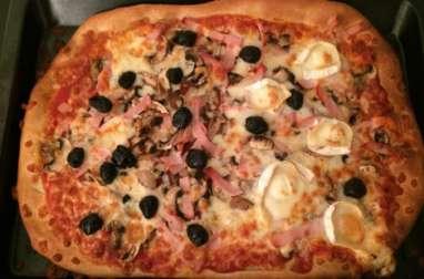 Pizza chèvre, bacon et champignons