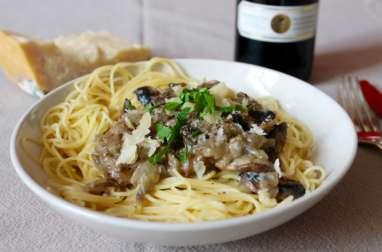 Spaghettis aux champignons de Paris, crème fraîche et parmesan
