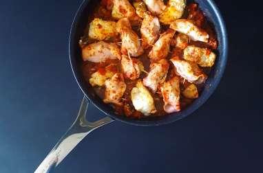Queue de lotte au bacon en fricassée de tomate et champignons