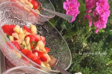 Salade de concombre et de fraises