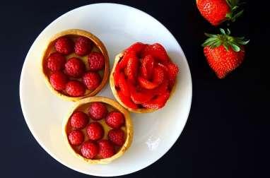Tartelettes aux fraises et framboises, crème pâtissière amande