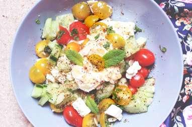 Salade de concombre, feta et tomates cerises