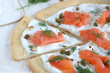 Pizza blanche au saumon et aux câpres
