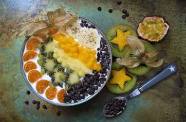 Breakfast bowl : bibelekäse, fruits exotiques et pépites