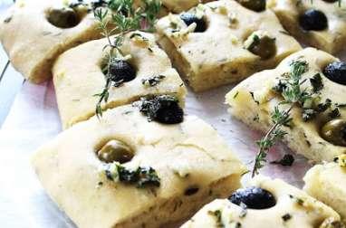 Focaccia aux olives & thym frais