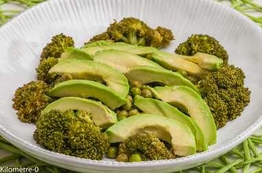 Salade de brocolis, petits pois, avocat