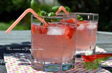 Cocktail girly au cidre rosé, fraise, citron vert et vodka