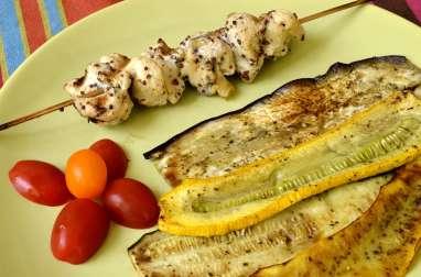 Brochettes de poulet mariné à l'érable et légumes grillés