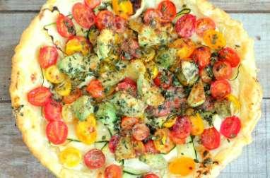 Tarte aux courgettes, avocat, tomates cerise, parmesan et basilic