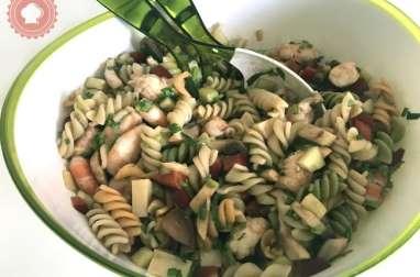 Salade de pâtes légère aux crevettes et légumes