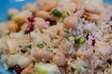 Salade de semoule aux pois chiches, à la grenade et à la coriandre