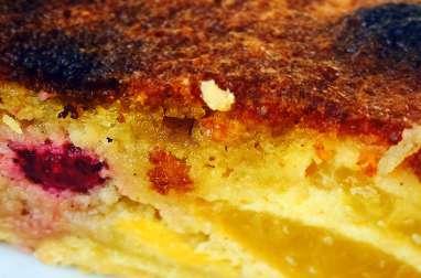 Gâteau pêches framboises à la noisette