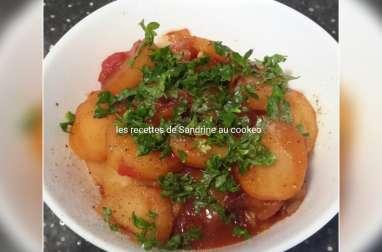 Pommes de terre à l'oignon et sauce tomate