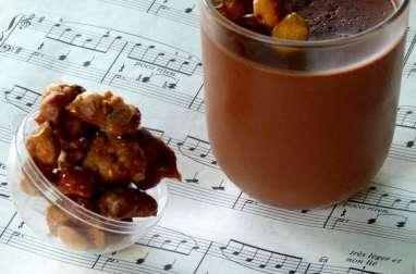 Panna cotta au chocolat noir et noisettes caramélisées