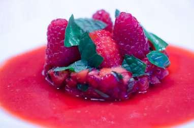 Tartare de fraises et de framboises, et son coulis