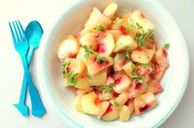 Salade de pêches plates, miel et basilic