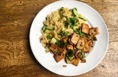 Tofu pimenté et pâtes aux courgettes