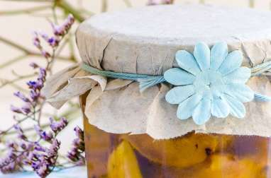 Antipasti de courgettes à l'huile d'olive et aromates
