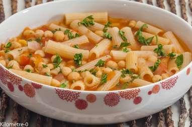Soupe de pois chiches aux pâtes
