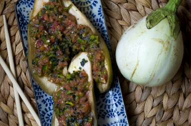 Aubergines à la vapeur – tomates concassées, poivron vert et coriandre